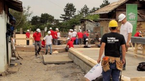 Voluntari Henkel pe santierul Habitat for Humanity Romania 2