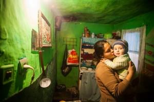 MSD Gabriela si copilul ei - fotografie de Mihai Barbu