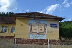 Scoala din Manzalesti care va fi renovata cu materiale Policolor si transformata in Muzeul Sarii
