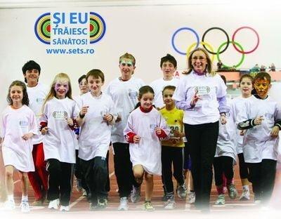 Gabriela_Szabo_alaturi_de copii_2012