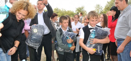 Donatie_Ghiozdane_Cora_Romania2_2012