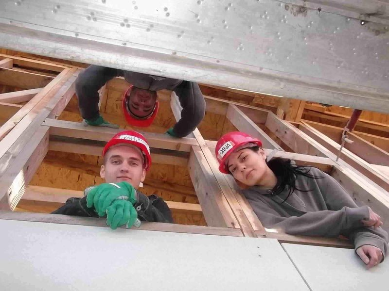 Asociatia_Studentilor_Constructii_Bucuresti_santier_Habitat_2012