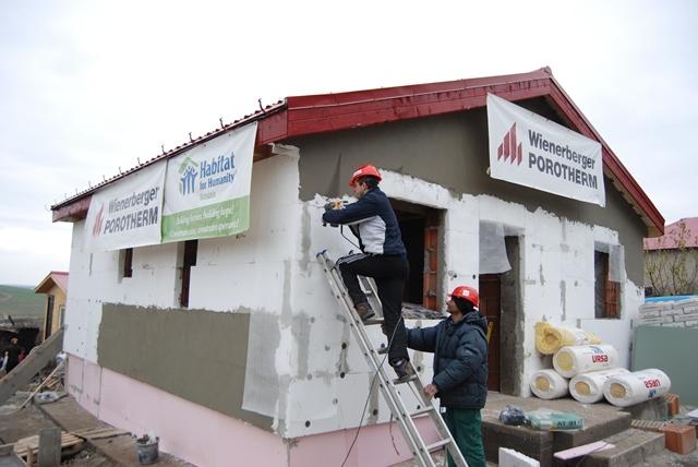 Habitat_for_Humanity_Romania_si_Wienerberger_Sisteme_de_Caramizi_Casa_Fundulea_Calarasi_2012