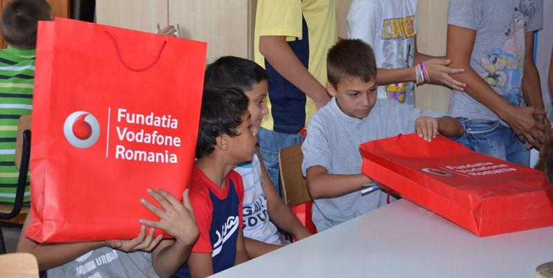Cadouri_copii_Fundatia_Vodafone_2012