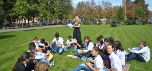 Volksbank_O zi de lectura in parc