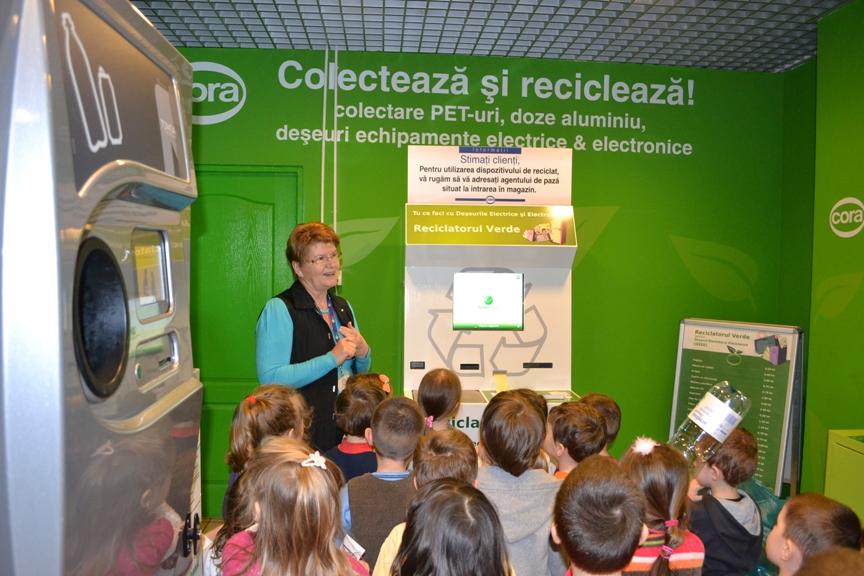 CoraVerde_ Copii la reciclatoarele verzi