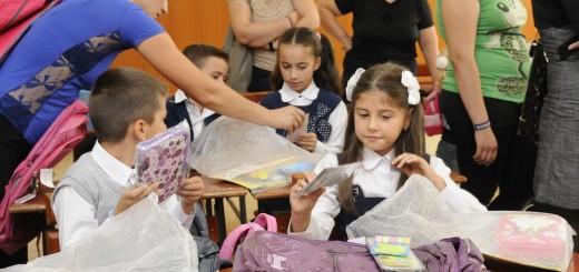 Cora Romania- Ghiozdane pentru scolile rurale 2014 Scolile de la tara