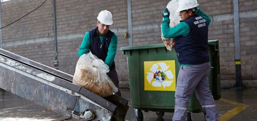 Unilever Global-workers-recycling-waste