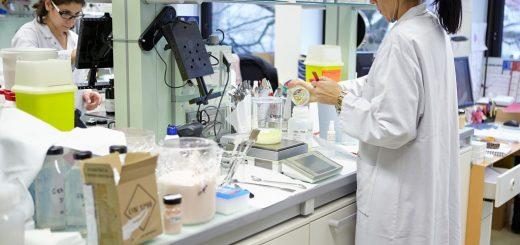 LOREAL_cercetatoare in laborator