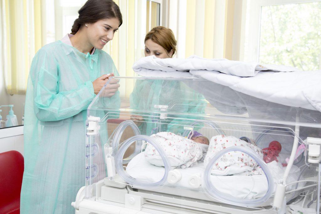 Sorana Cirstea, donatie pentru dotarea Maternitatii Targoviste (2)
