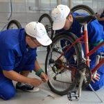 OMV Petrom: Elevii din Tabara Meseriasilor au reconditionat si daruit 35 de biciclete