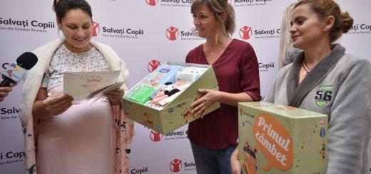 Mamicile gravide de la spital au primit cutii Primul Zambet