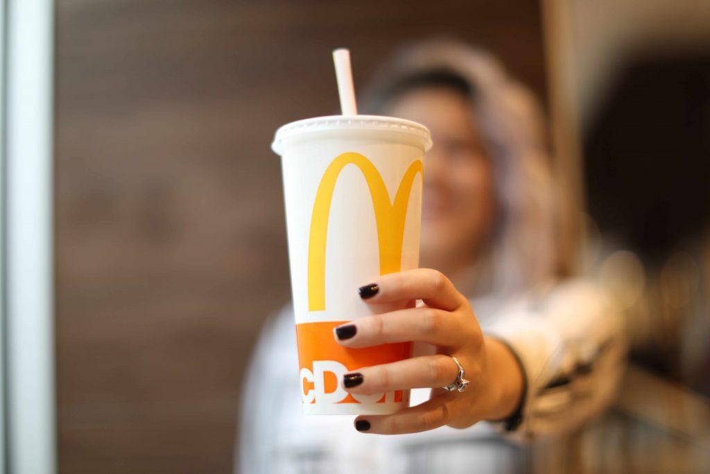McDonald's testeaza alternative la paiele de plastic (2)